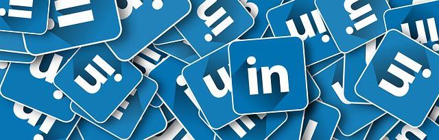 should doctors use LinkedIn